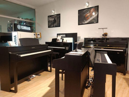 Musikgeschäft Klavier Auswahl